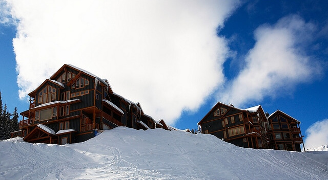 Helpful Tips For Planning Ski Chalet Vacations
