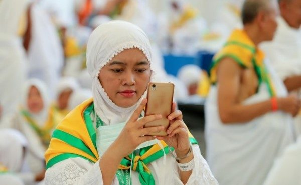 hajj cellphone use