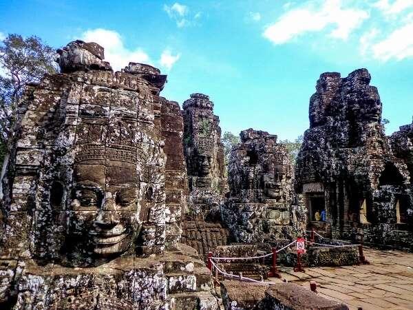 bayon faces angkor temples