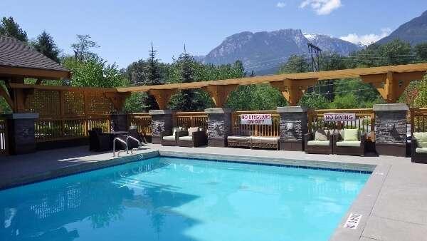 Executive Hotel Pool Squamish BC
