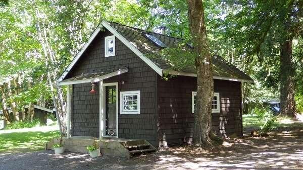 Fergie's Café Rustic Cabin