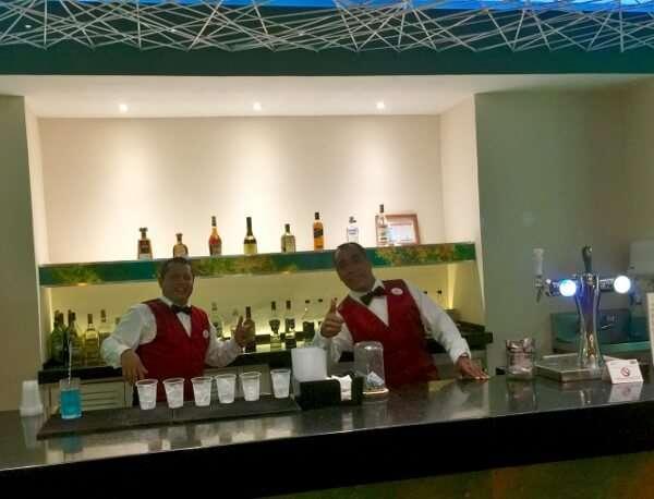 Park Royal Ixtapa Bar staff
