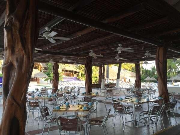 Park Royal Ixtapa beach buffet