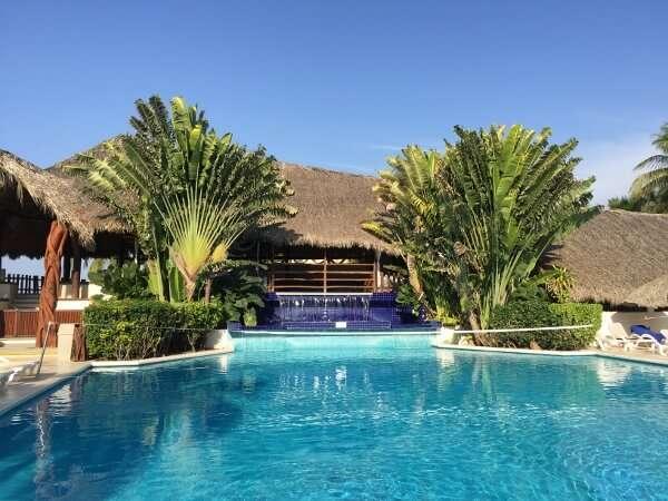 Park Royal Ixtapa swimming pool