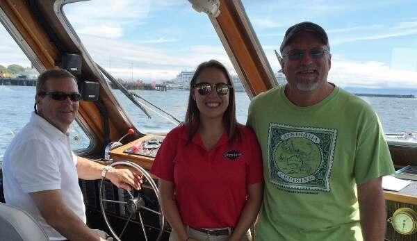Gray Line Harbour Sights Tour Staff