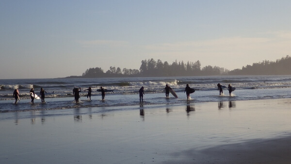 Travel Photo Den – Surfers in Tofino BC