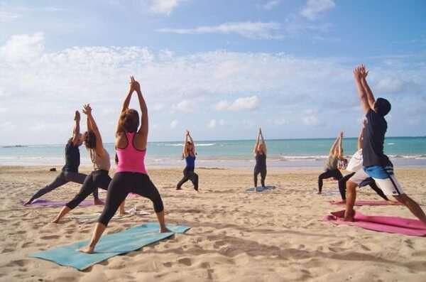 beach-yoga-class