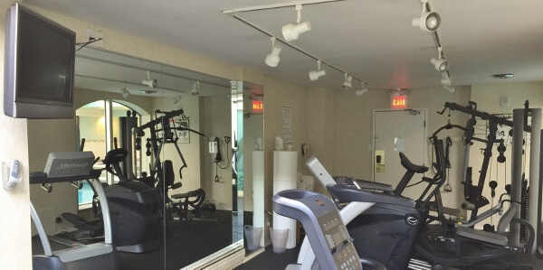 Chateau Victoria Hotel Fitness Room