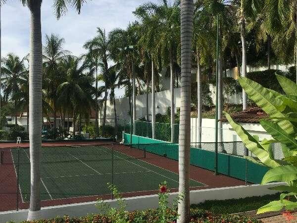Park Royal Huatulco Tennis Court
