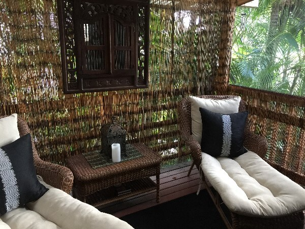 The private seating area of the Bali House & Cottage