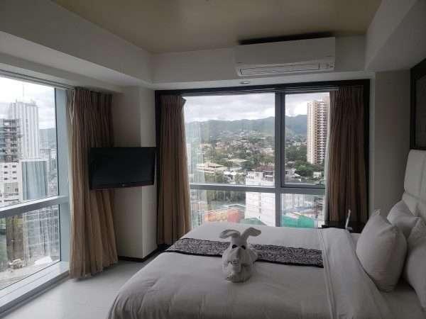 Quest Hotel Cebu Deluxe King Room