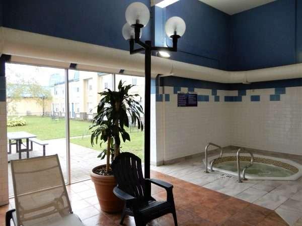 Days Inn & Suites Moncton Hot Tub