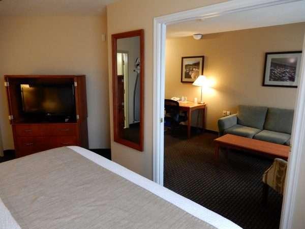 Days Inn & Suites Moncton King Room Suite