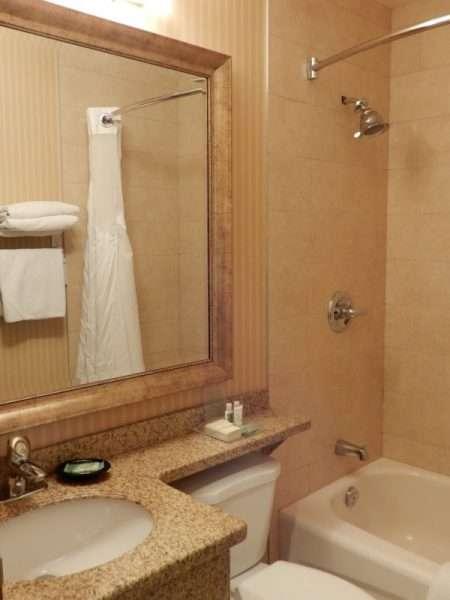 Holiday Inn Truro Guest Room Bath