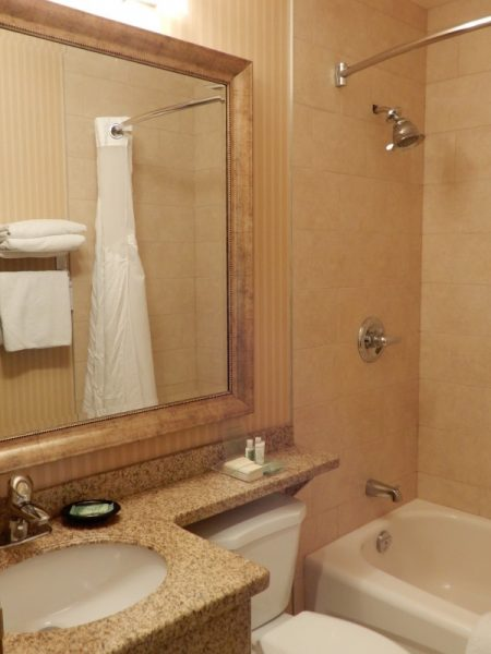 Holiday Inn Truro Guest Room Bathroom