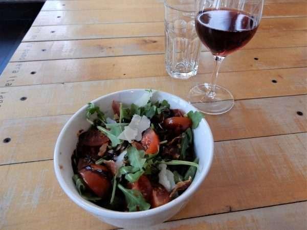 Nina Pizza Napolitaine pomodoro salad