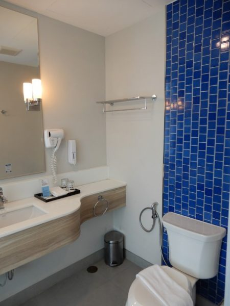 Holiday Inn Express Krabi Ao Nang Beach Guest room Bathroom