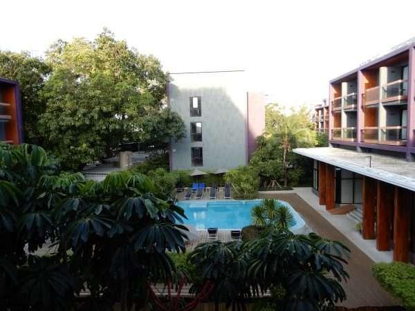 Holiday-Inn-Express-Phuket-Patong-Beach-Central-Pool-Area